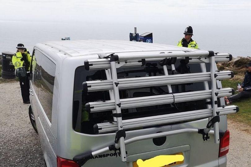 الشرطة تقبض على عائلة مكونة من 11 شخصًا بسبب خروجهم في ...