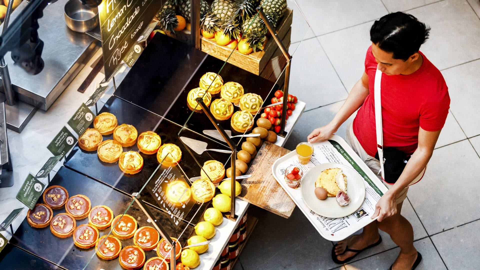 سلسلة مطاعم La Place تغلق أكثر من ربع فروعها ومئات الوظائف في خطر بالعربي